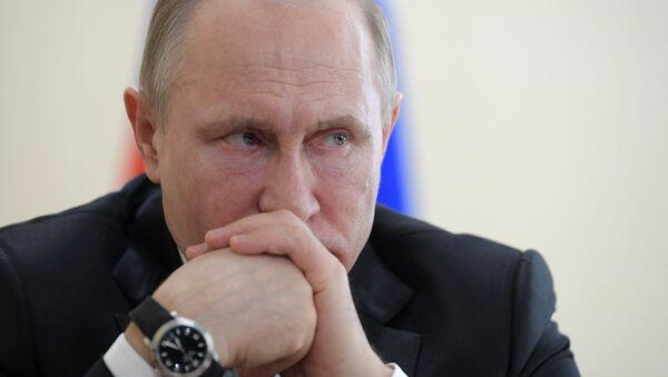 Путин почтил память погибших при пожаре в Кемерово. Архивное фото