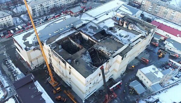 Ликвидация последствий пожара в ТЦ Зимняя вишня в Кемерово. Архивное фото