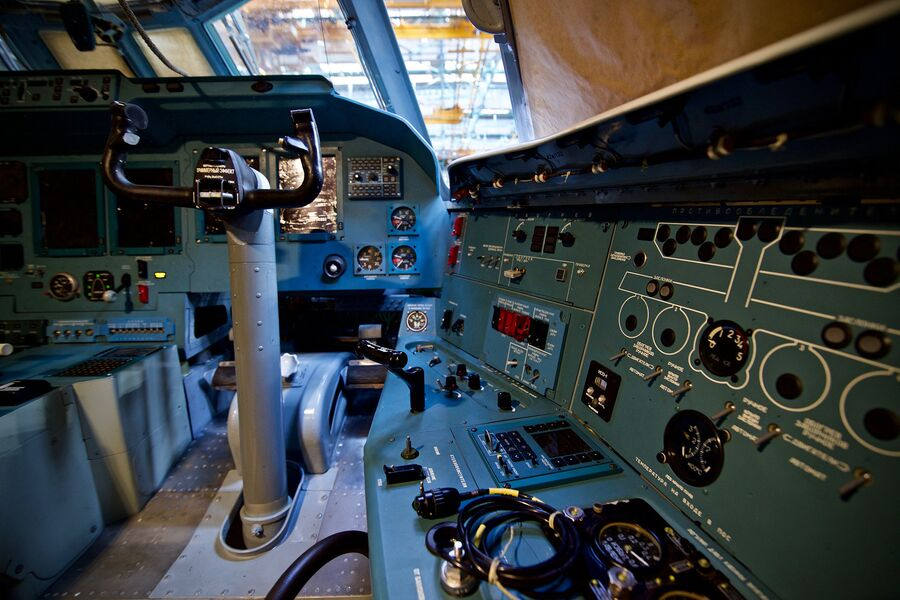 Кабина пилотов Ил-76МД-90А