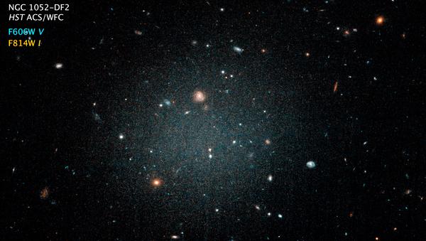 Галактика NGC 1052-DF2 в созвездии Кита, где нет темной материи
