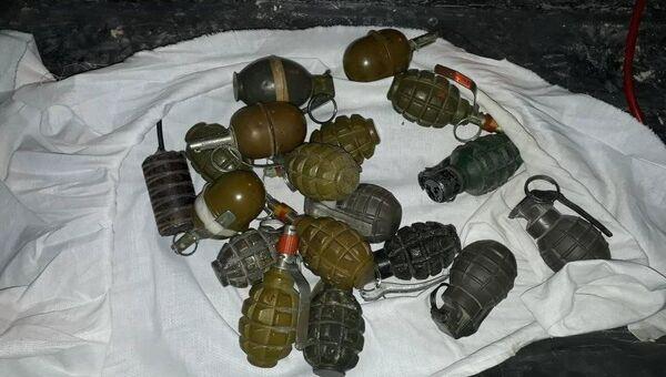 Гранаты, изъятые при выводе боевиков группировки Фейлак Ар-Рахман из населенного пункта Арбил (Восточная Гута)