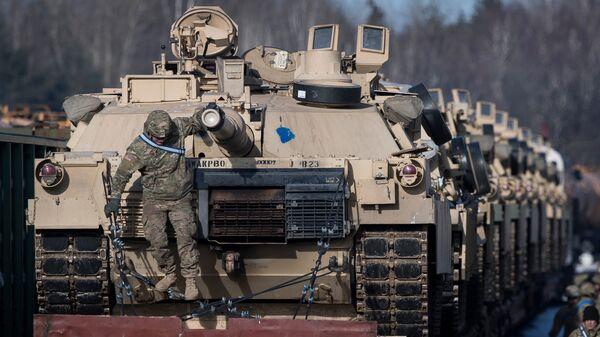 Американские танки Abrams на железнодорожной станции в Литве