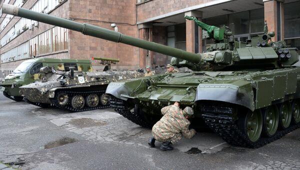 Танк Т-90С на международной выставке вооружения и оборонных технологий ArmHiTec-2018 в Ереване