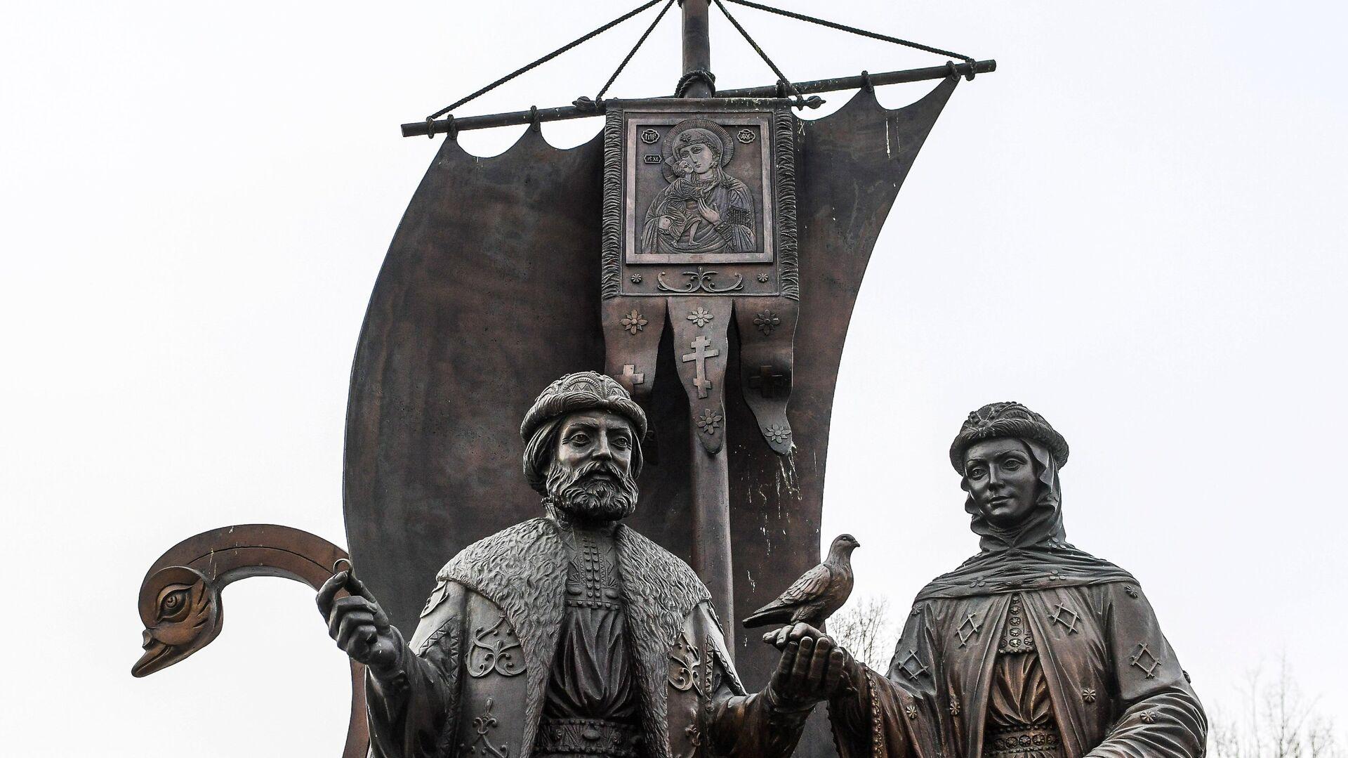 Памятник святым Петру и Февронии в Екатеринбурге - РИА Новости, 1920, 07.07.2021
