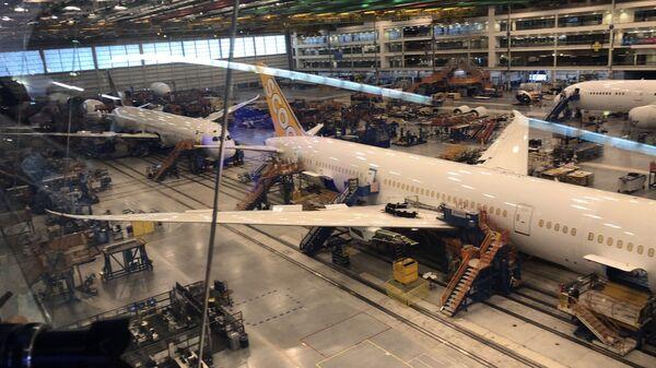 Самолеты фирмы Boeing ожидают на заводе в Южной Каролине
