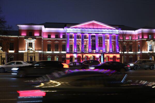 Государственный центральный музей современной истории России в Москве, подсвеченный синим цветом в рамках международной акции Зажги синим (Light It Up Blue), которая приурочена к Всемирному дню распространения информации об аутизме