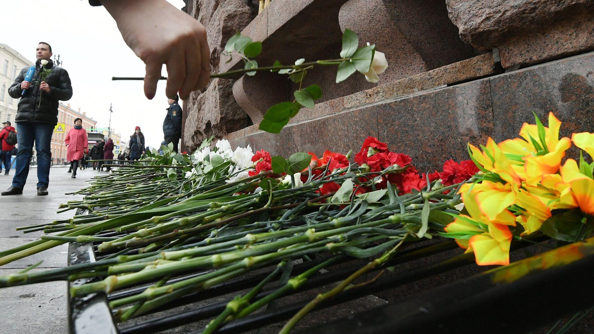 В Петербурге почтили память погибших в теракте в метро