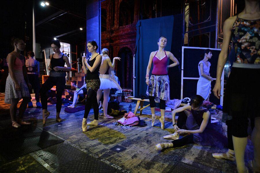 Балерины в гримерной Новосибирского оперного театра