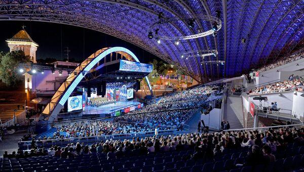 Ансамбль песни и пляски Российской Армии имени Александрова выступает на XXV Международном фестивале искусств Славянский базар в Витебске. 2016 год