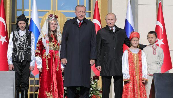 Президент РФ Владимир Путин и президент Турецкой Республики Реджеп Тайип Эрдоган на церемонии запуска строительства первого энергоблока АЭС Аккую. 3 апреля 2018