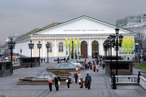 Здание Центрального выставочного зала Манеж в Москве. Архив