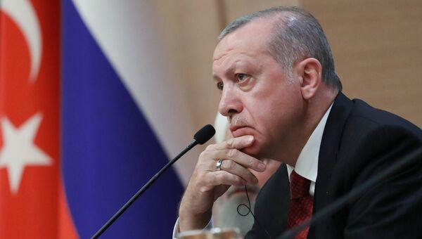 Президент Турции Реджеп Тайип Эрдоган во время совместной пресс-конференции с президентом РФ Владимиром Путиным и президентом Ирана Хасаном Рухани по итогам встречи в Анкаре. 4 апреля 2018