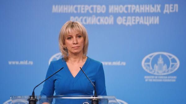 Официальный представитель министерства иностранных дел России Мария Захарова во время брифинга в Москве. 4 апреля 2018