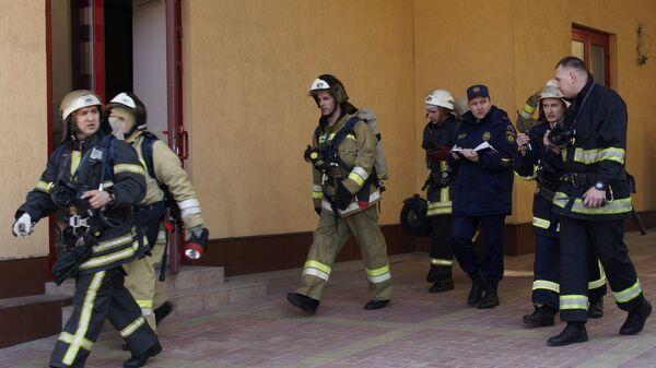 Сотрудники противопожарной службы МЧС ЛНР