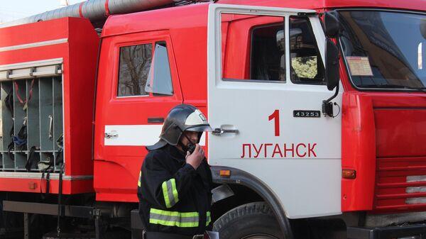 Сотрудник противопожарной службы МЧС ЛНР в Луганске