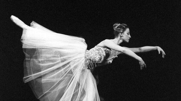 Народная артистка СССР Майя Плисецкая в сцене из балета Прелюдии и фуги
