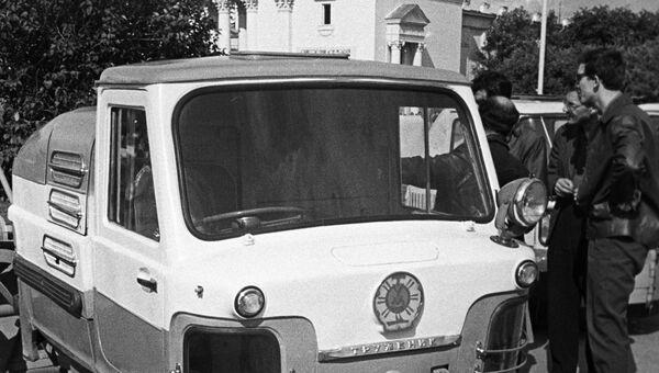 Малогабаритная машина для механизированной уборки тротуаров и дворовых территорий ТУМ 975 Труженик на Выставке достижений народного хозяйства (ВДНХ)