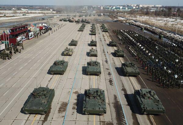 Боевые машины пехоты (БМП) на гусеничной платформе Курганец-25 во время репетиции Парада Победы на военном полигоне Алабино