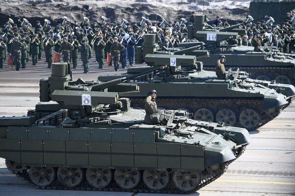 Боевые машины поддержки танков (БМПТ) Терминатор во время репетиции Парада Победы на военном полигоне Алабино в Московской области