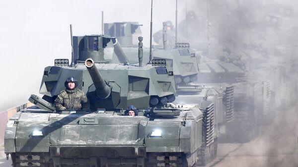 Танк Т-14 Армата во время репетиции Парада Победы на военном полигоне Алабино в Московской области