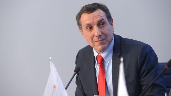 Вице-президент по стратегическим коммуникациям и развитию корпорации Российский учебник Артем Соловейчик