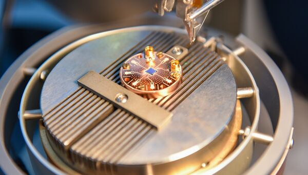Оборудование лаборатории Сверхпроводящие метаматериалы НИТУ МИСиС, занимающейся изучением метаматериалов и созданием квантового компьтера. Архивное фото