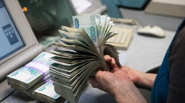 Банкноты номиналом 1000 рублей. Архивное фото