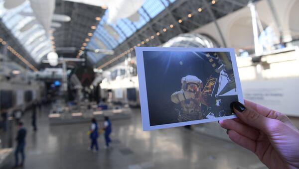 Открытка с архивными кадрами МИА Россия сегодня, выпущенные к открытию Центра Космонавтика и авиация