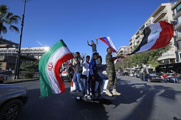 Западные страны заявили, что удар стал ответом на якобы химатаку в Восточной Гуте, которую сирийские власти отрицают.