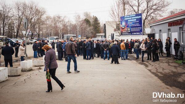 Жители Хабаровска простились с двумя пилотами, погибшими в крушении Ми-8. 14 апреля 2018