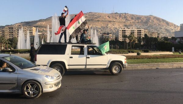 Жители на одной из улиц в Дамаске. Архивное фото