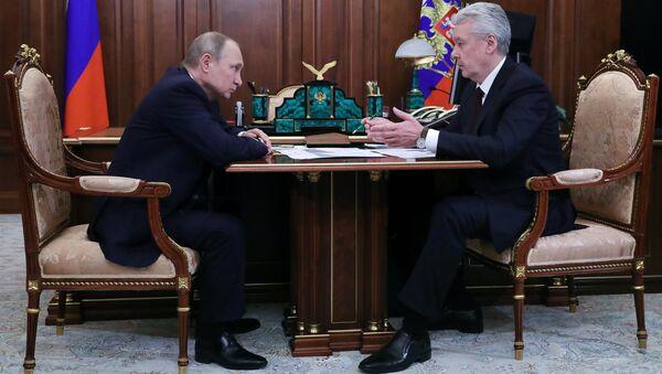 Владимир Путин и мэр Москвы Сергей Собянин во время встречи. 14 апреля 2018
