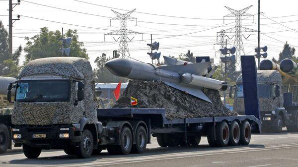 Иранская система ПВО во время парада в День национальной армии перед мавзолеем аятоллы Хомейни. Архивное фото