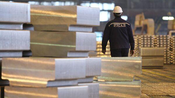 Производство алюминия на предприятии компании РУСАЛ
