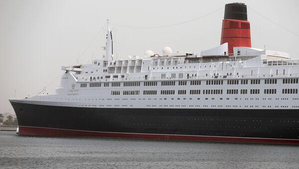 Океанский лайнер Queen Elizabeth 2 в порту Дубая, ОАЭ. Архивное фото