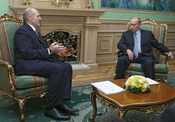 Премьер-министр РФ Владимир Путин во время встречи с президентом Белоруссии Александром Лукашенко в Минске