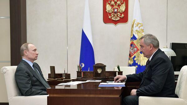 Президент РФ Владимир Путин и Дмитрий Рогозин
