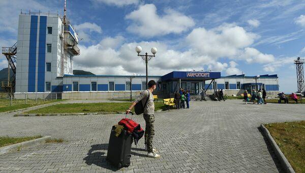 Аэропорт Южно-Курильск на острове Кунашир Большой Курильской гряды. Архивное фото