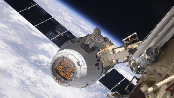 Космический грузовой корабль Dragon пристыковался к МКС. 5 апреля 2018 года