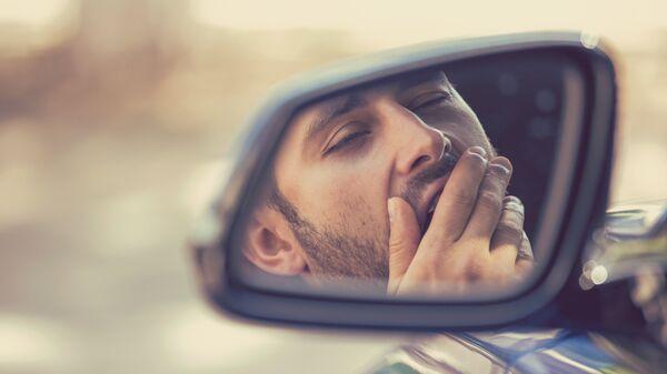 Сонный водитель