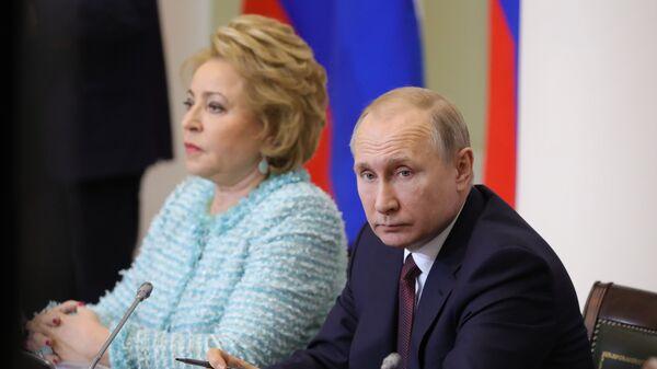 Президент РФ Владимир Путин и председатель Совета Федерации РФ Валентина Матвиенко