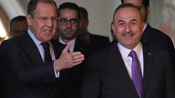 Министр иностранных дел РФ Сергей Лавров и министр иностранных дел Турции Мевлют Чавушоглу во время встречи в Москве. 28 апреля 2018