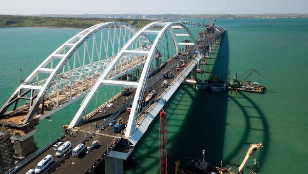 Строительство Крымского моста и автомобильных подходов со стороны Краснодарского края. Архивное фото