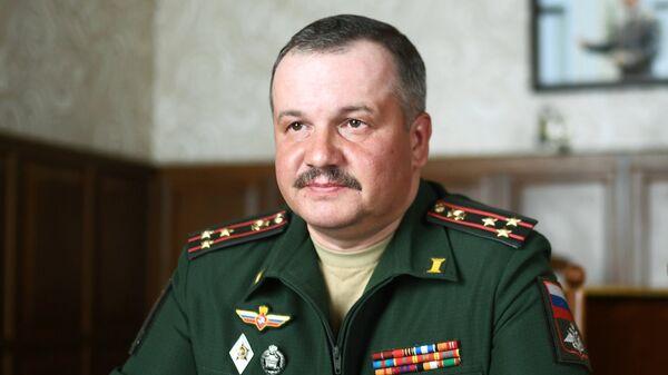 Начальник Военно-оркестровой службы Вооруженных Сил РФ, главный военный дирижер Тимофей Маякин во время интервью в Москве