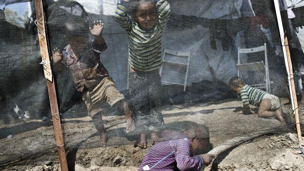 Дети в лагере беженцев в Греции