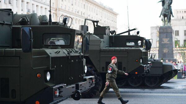 Проход военной техники по Тверской улице