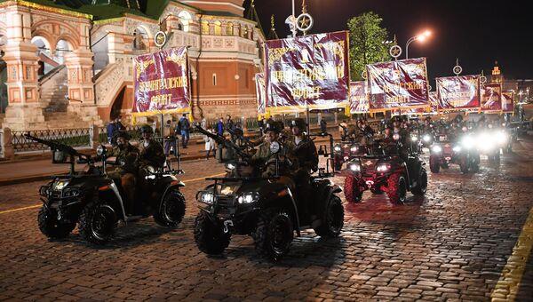 Армейские мотовездеходы АМ-1 на репетиции военного парада на Красной площади, посвященного 73-й годовщине Победы в Великой Отечественной войне