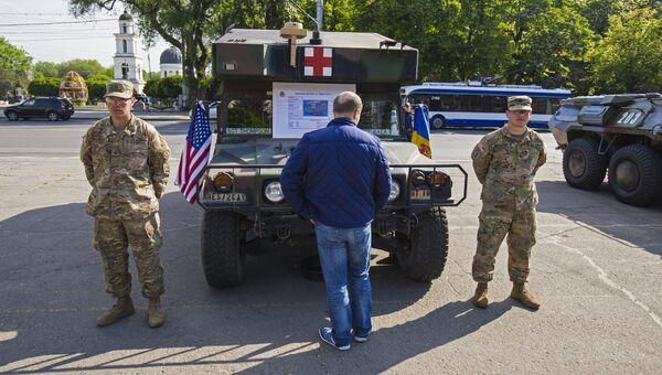 Автомобиль медицинской службы армии США в Кишиневе во время учений Dragon Pioneer. Архивное фото
