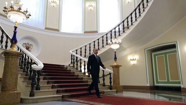 Избранный президент РФ Владимир Путин в Сенатском корпусе Московского Кремля перед церемонией инаугурации. 7 мая 2018