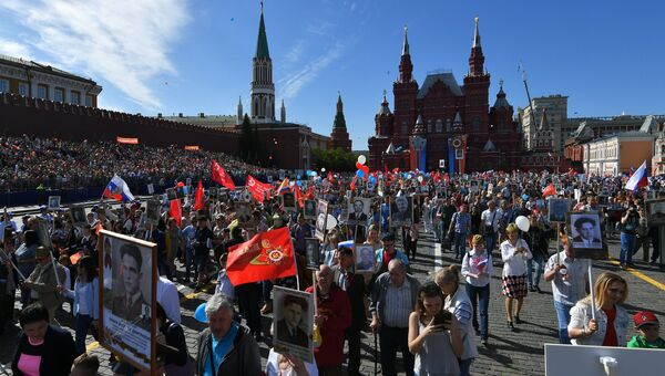 Участники акции Бессмертный полк в Москве. 9 мая 2018